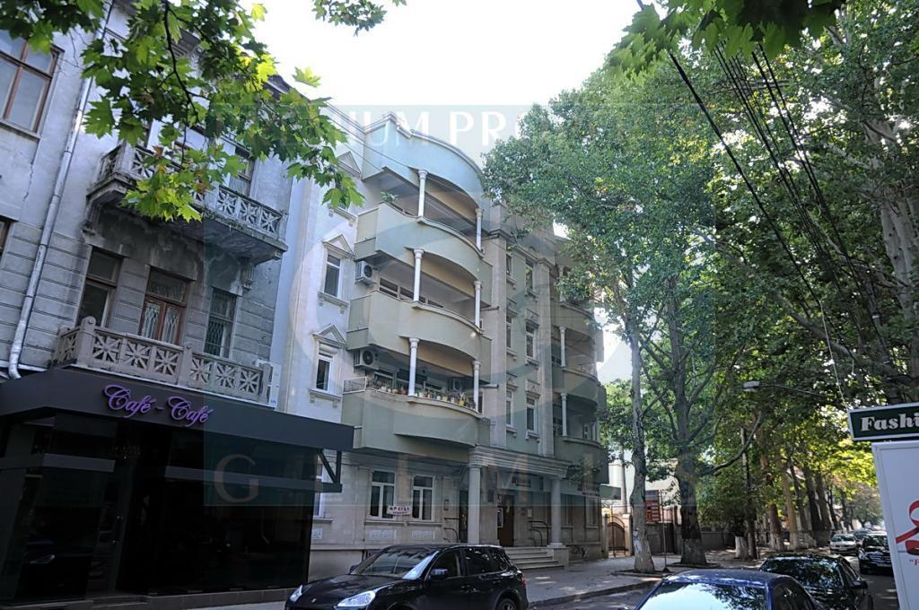 Apartment building on 48, Eminescu street.