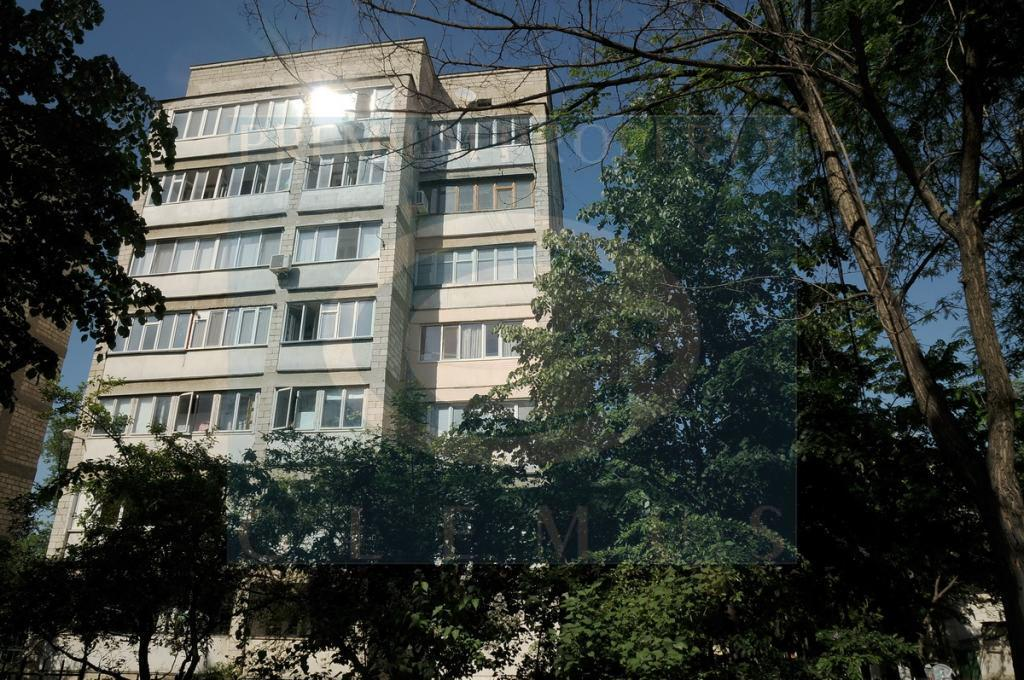 Apartment building on 7, N. Iorga street