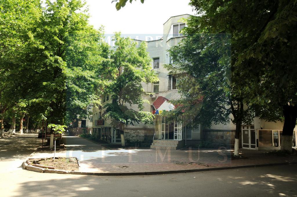 Жилой дом № 105 по улице 31 Августа 1989.