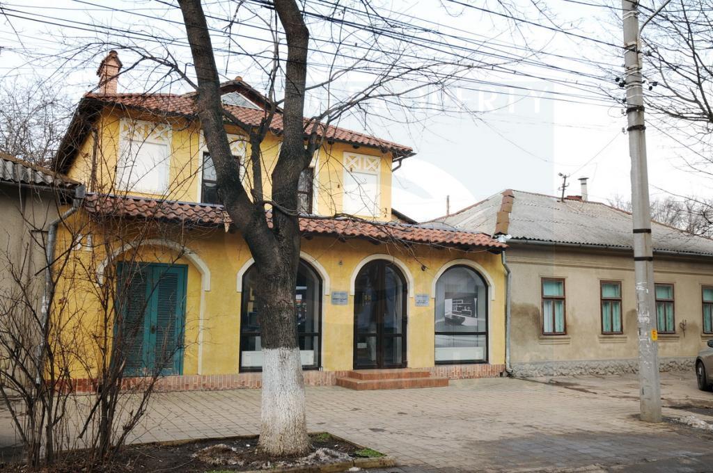Отдельностоящее здание по улице В. Пэркэлаб