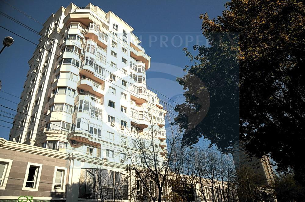 Crown Plaza complex on 96, Bucuresti street