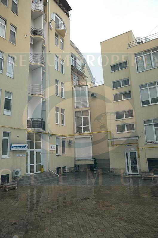 Apartment building on 41 Eminescu street