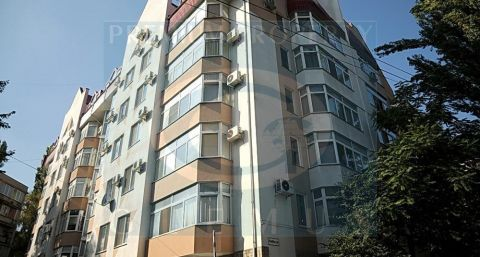 Apartment building on 32, Ciuflea street