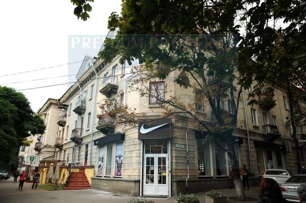 Apartment building on 75, Mitropolit Varlaam street