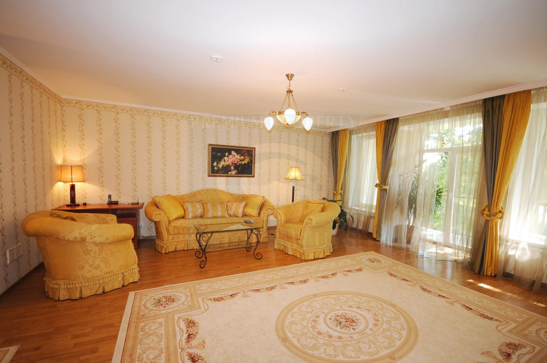 Large apartment in a quiet area of the city center