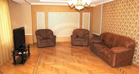 Large new apartment with the view on Stefan cel Mare