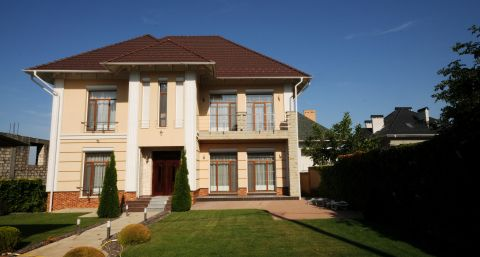New luxury house in the very quiet area of the city