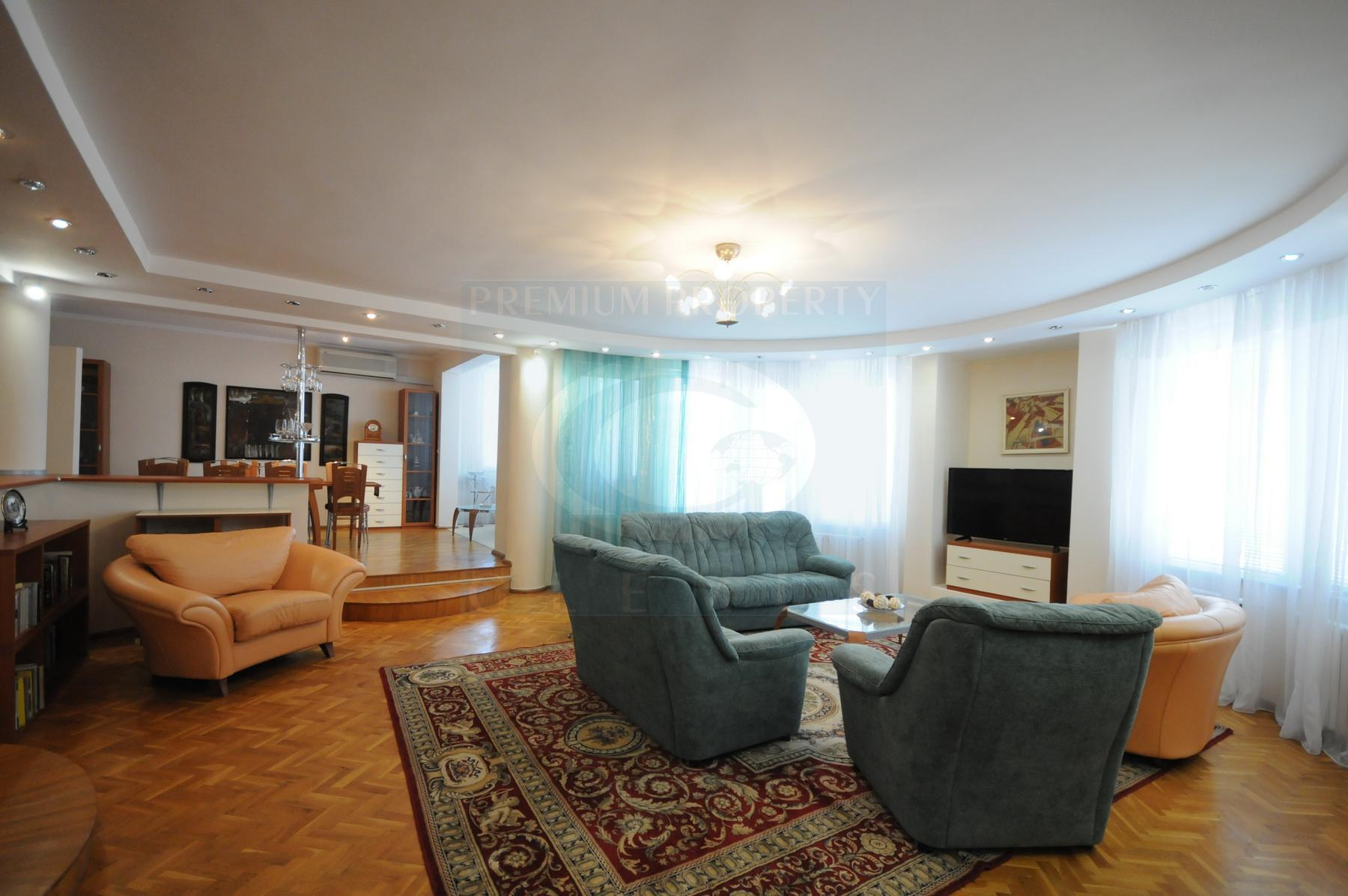 200 sq.m. five-room apartment with a very spacious living room.