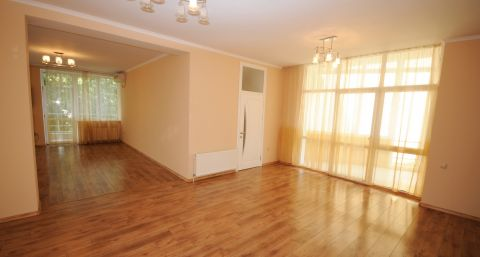 Unfurnished four-room apartment on Eminescu street