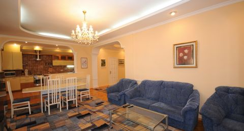 Classic two-bedroom flat on Eminescu street